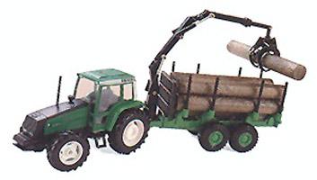 VALTRA Traktor 8400 mit Langholzanhänger und Kran