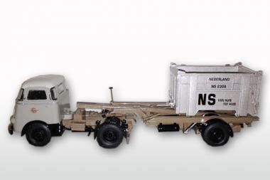 """DAF T1300 DA met DAF Container LOSSER niedrig """"van Gend & Loos"""""""