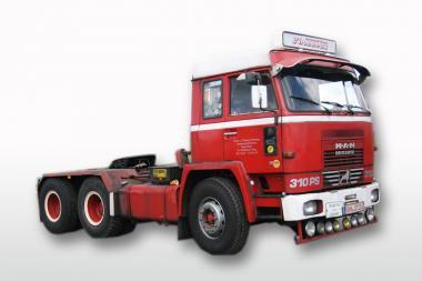 BÜSSING Solozugmaschine BS 26-320 6x4, rot