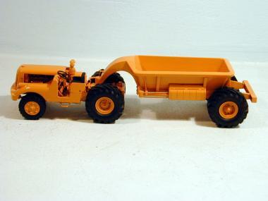 No 10 Traktor mit Kipp-Anhänger