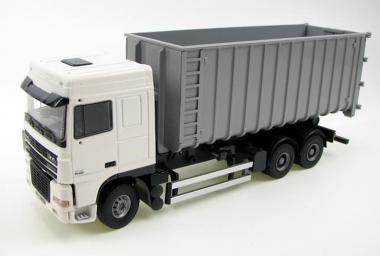 DAF XF95SC  mit Abrollcontainer, weiß/grau