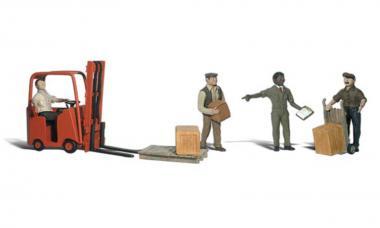 Lagerarbeiter mit Hubstapler
