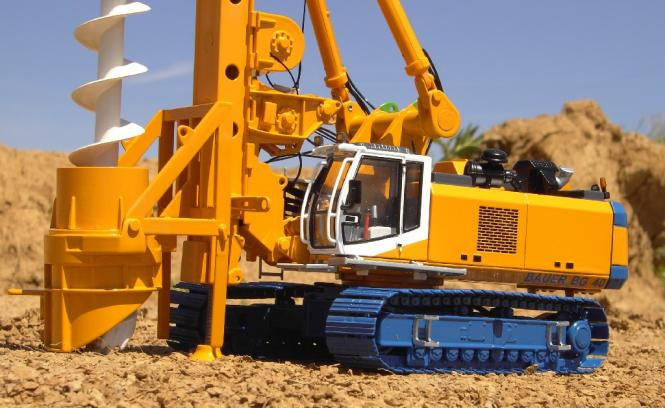 BAUER Drilling Rig BG40 with Auger