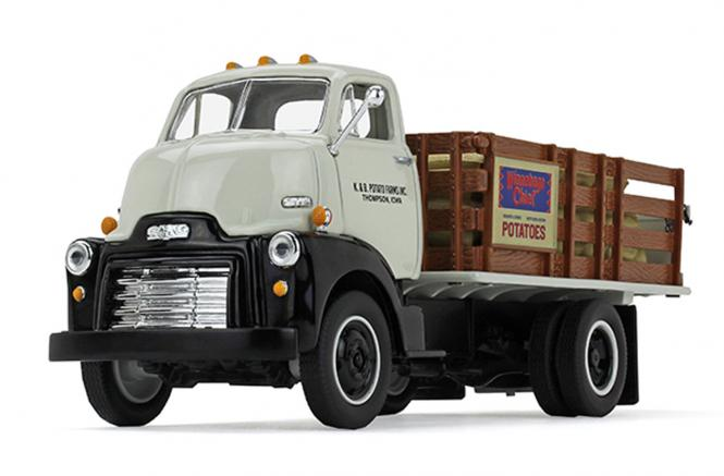 "GMC COE Stack Truckvon 1952 mit Ladesäcken ""K & B Potato Farms, Inc:"""