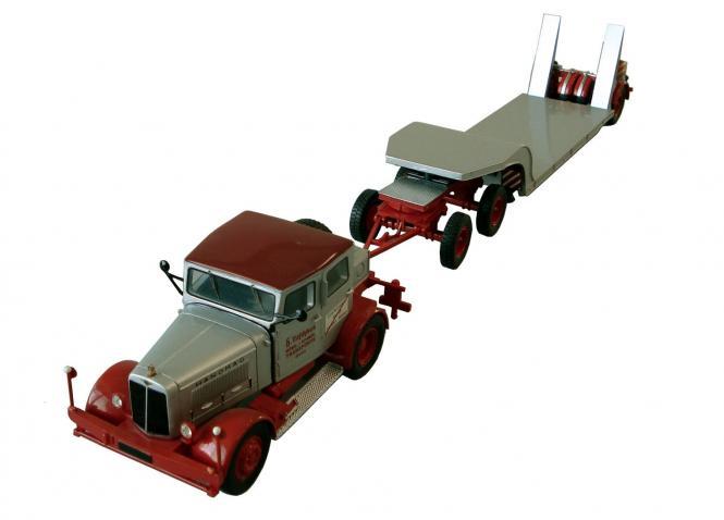 HANOMAG SS100 Zugmaschine mit LANGENDORF Tieflader, grau-rot