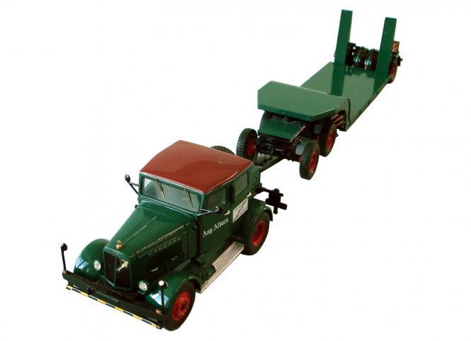 HANOMAG SS100 Zugmaschine mit Tieflader, grün
