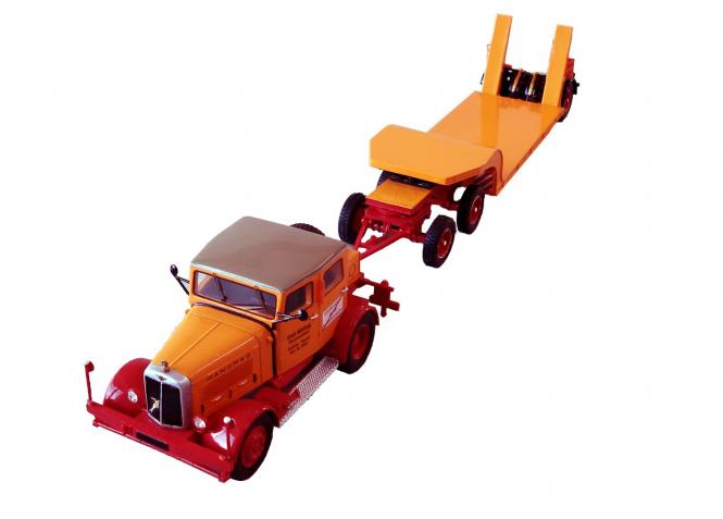 HANOMAG SS100 Zugmaschine mit Tieflader, orange/red