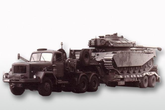 MAGIRUS Uranus 6x6 mit Tieflader (ohne Panzerbeladung), military