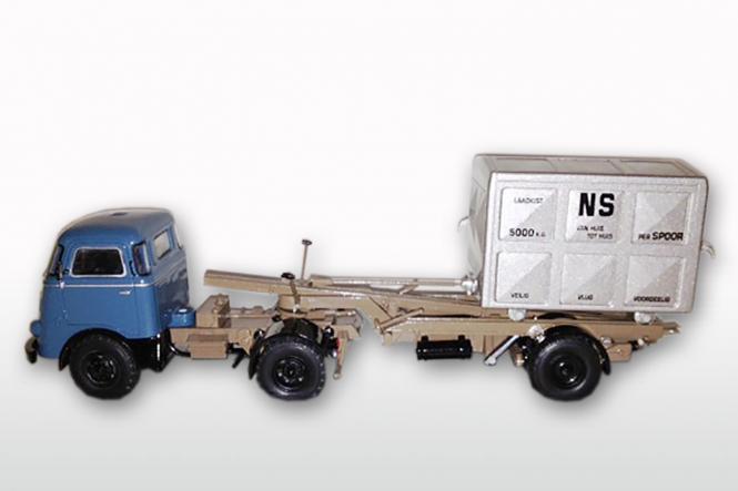 DAF T1300 DA met DAF Container LOSSER hoch, Nautica