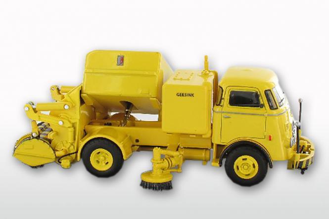 DAF T1300 DA265 mit GEESINK Kehraufbau ( mit Trapezfront), gelb