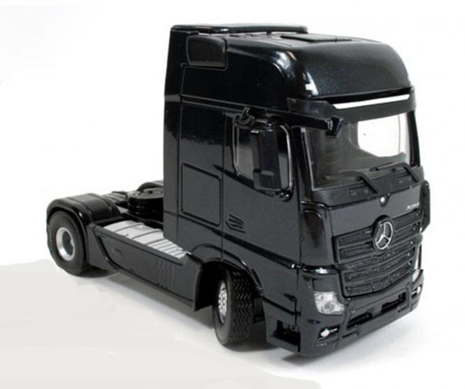 "MB Actros MP4 Gigaspac 4x2 ""Mtallic Black Edition"""