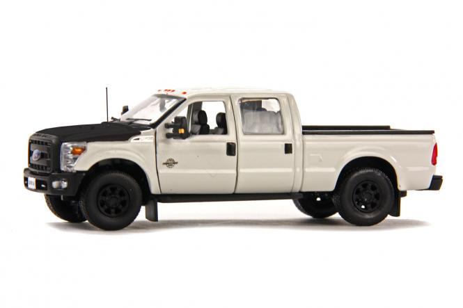 FORD F250 Pickup mit CrewCab und 6` Bett, weiss/schwarz