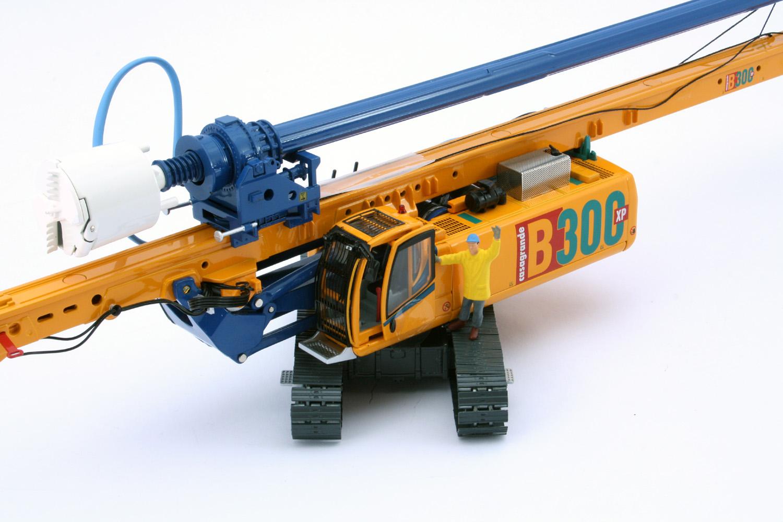CASAGRANDE Hydraulic Piling Rig B300 XP, yellow