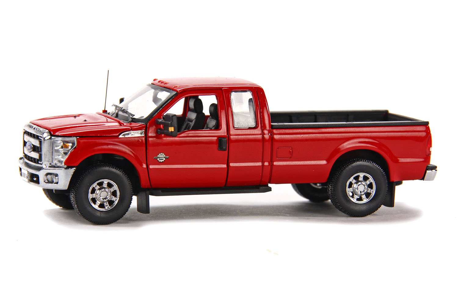 spiel modellkist 39 l shop ford pick up f250 xlt 8 39 bett rot chrom online kaufen. Black Bedroom Furniture Sets. Home Design Ideas