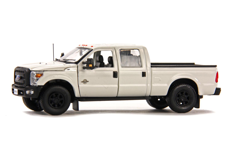 spiel modellkist 39 l shop ford pick up f250 xlt crew cab und 6 39 bett wei online kaufen. Black Bedroom Furniture Sets. Home Design Ideas